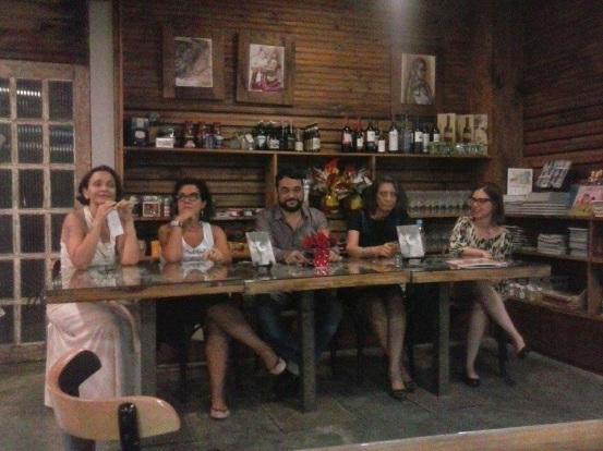 Da esquerda para a direita, Karla, Beatriz, Alex, Sônia e Izabela